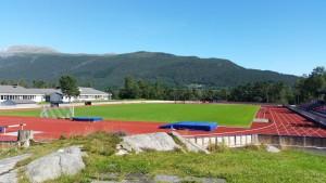 Trio_stadion_mot_fjell